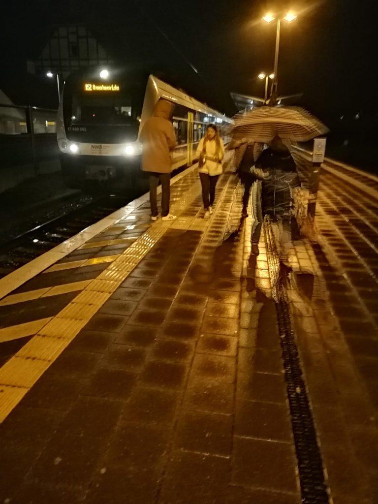 Nikolaus-Verteilung am 06. Dezember 2019 am Bahnhof in Osterholz-Scharmbeck