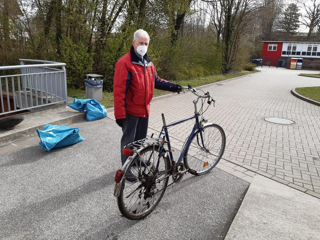 """Werner Schauer und das """"gerettete"""" Fahrrad"""