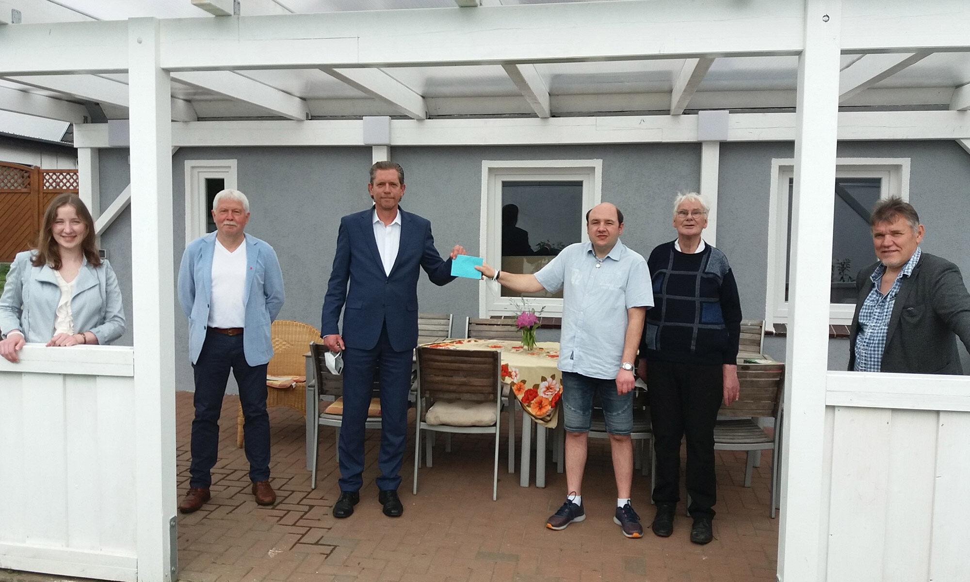 """Lebenshilfe-Wohngruppe """"Klosterkamp"""" bekommt Gartenmöbelzuschuss"""